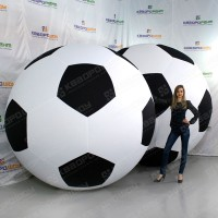огромный футбольный мяч